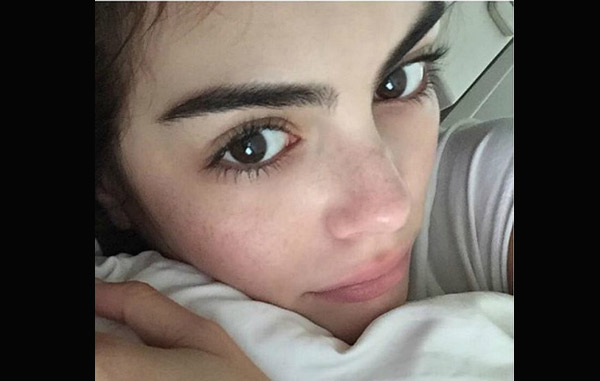 Ximena Navarrete comparte una foto sin maquillaje desde su cama