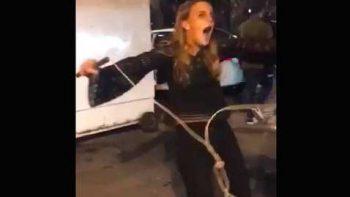 #LadyToques totalmente alcoholizada recibe descarga y cae al suelo