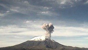 Registran leve explosión en volcán Popocatépetl