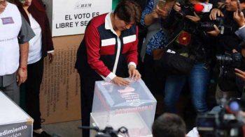 Delfina Gómez, primera candidata en votar en Edomex