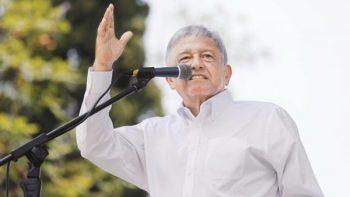 Nombra AMLO comisión de legisladores para atender a afectados