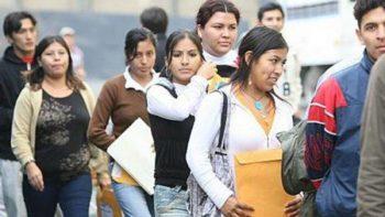 Jóvenes mexicanos con empleos informales o precarios