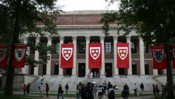 Harvard rechaza a estudiantes por compartir memes contra mexicanos