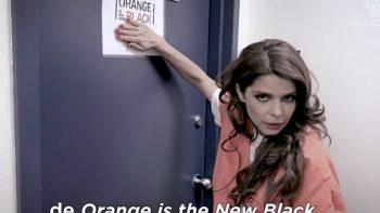 Itatí Cantoral recorre set de serie 'Orange is the new black'