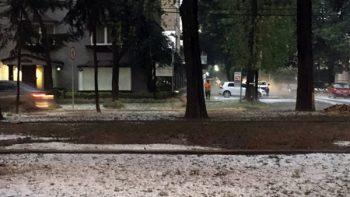 Registran fuertes lluvias con caída de granizo en Durango