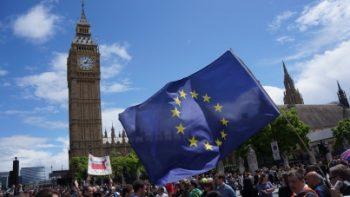 A un año del 'Brexit' prevalece la incertidumbre en Reino Unido