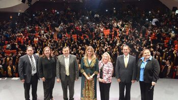Felicita alcaldesa Maki Ortiz nuevos profesionistas