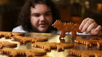 Actor de GOT abre su pastelería 'You Know Nothing John Dough'