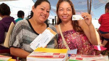 Distribuye Estado tarjetas escolares en Escobedo