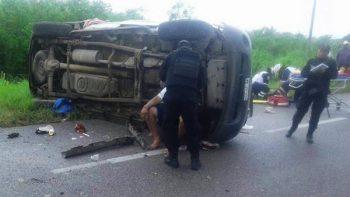 Deja tres muertos volcadura de camioneta en Tamaulipas