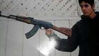 Difunden foto de diputado de Morena posando con un rifle automático