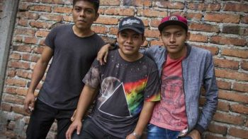 Jóvenes oaxaqueños cantan rap zapoteco para preservar la cultura indígena