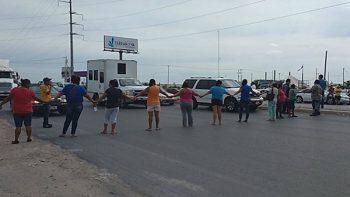 Bloquean carretera Reynosa-San Fernando por falta de agua en Reynosa