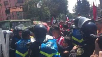 Problemas entre afición de Chivas y la Policía