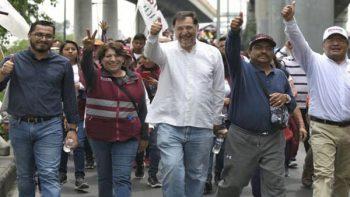 Delfina Gómez realiza protesta afuera de la Cámara de Diputados