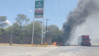 ¡Peligro! Gasolinera amenazada por incendio