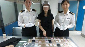 Detienen a mujer con 102 iPhones pegados al cuerpo en China