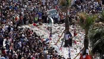 Francia rinde homenaje a 86 muertos de atentado de Niza