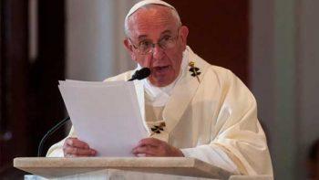 Papa pide a colombianos 'huir' de la tentación de venganza