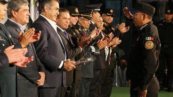 Reconoce gobierno de Nuevo León a elementos policiacos