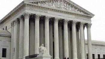 Suprema Corte relaja un poco veto migratorio