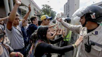 Divide a expertos postura de México ante situación en Venezuela