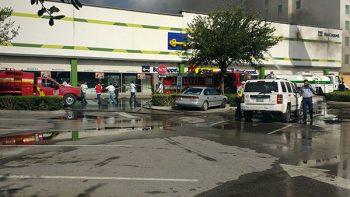 Incendio afectó a cuatro tiendas de Plaza Periférico
