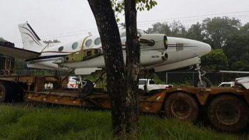 Trasladan avioneta asegurada a hangar de la PGR en Chetumal