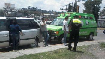 Por incidente vial, sujeto golpea a embarazada con un bat en Toluca