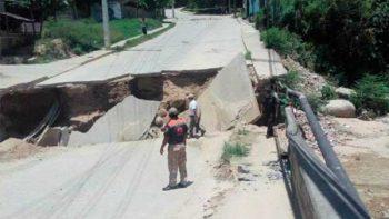 Colapsa puente en Acapulco; localidades quedan incomunicadas