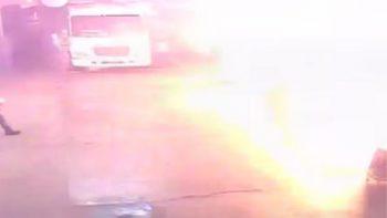 Difunden video del momento de explosión en camión en Veracruz