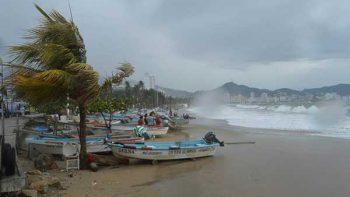 Reino Unido actualiza alerta de viaje a México por huracanes