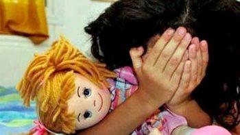 Joven de 13 años viola a su hermana de cuatro y la soborna con dulces