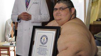 Hombre más obeso del mundo se levanta de la cama por primera vez