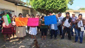 Padres de familia corren a maestros de comunidad en Oaxaca