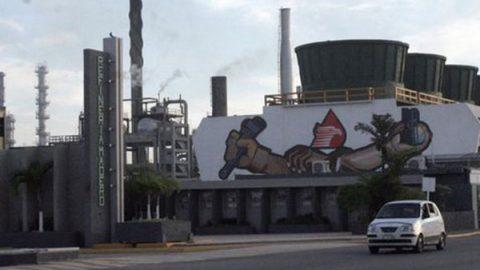 Dos refinerías agonizan; AMLO empezará de cero