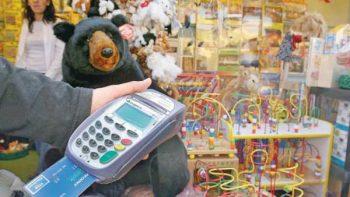 Clientes de tarjetas prefieren devolución en 'cash' que puntos