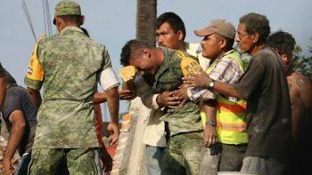 Esposo y padre de víctimas del sismo agradece a soldado