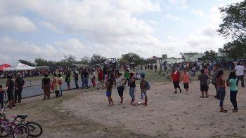 Familias asisten a paseo dominical en campo militar de Reynosa