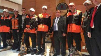 Distinguen a héroes caninos en embajada de Argentina en México