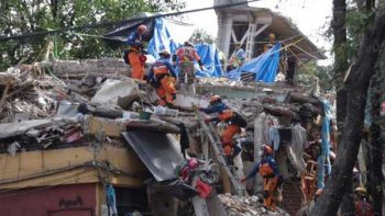 Rescatistas japoneses llegan al multifamiliar de Tlalpan