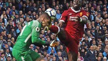 Arquero del Manchester City sufre tremendo golpe durante partido