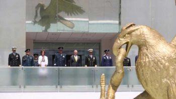 Reciben a general Norman Mattis en Plaza de la Lealtad