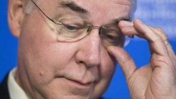 Secretario de Salud cae por escándalo de vuelos chárter