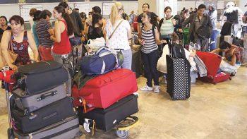 Avalan indemnización a pasajeros por vuelos demorados o cancelados
