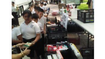 Alumnos de la primaria 'Lauro Aguirre' entregan ayuda humanitaria