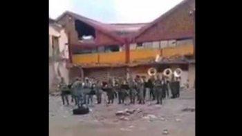 Ejército despide con música oaxaqueña a edificios dañados por sismo