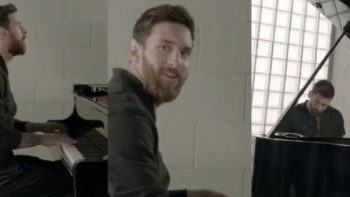 Messi toca en un piano el himno de la Champions League (VIDEO)