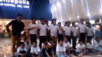 Protestan en Mérida por discriminación a niño descalzo en Tabasco