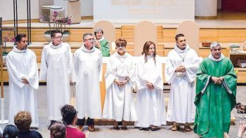 El sacerdote de Nueva York que es papá' de 27 indocumentados